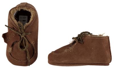Baby schoentjes cognac, leer en wol gevoerd.